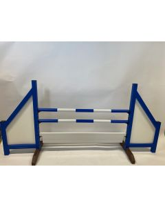 Hindernis blauw (dicht) compleet met twee springbalken, 6 ophangsteunen en hindernisplank