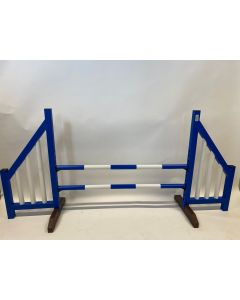 Hindernis blauw (open) compleet met twee springbalken en 4 ophangsteunen