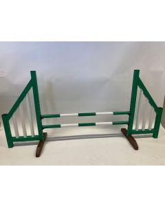 Hindernis groen (open) compleet met twee springbalken en 4 ophangsteunen